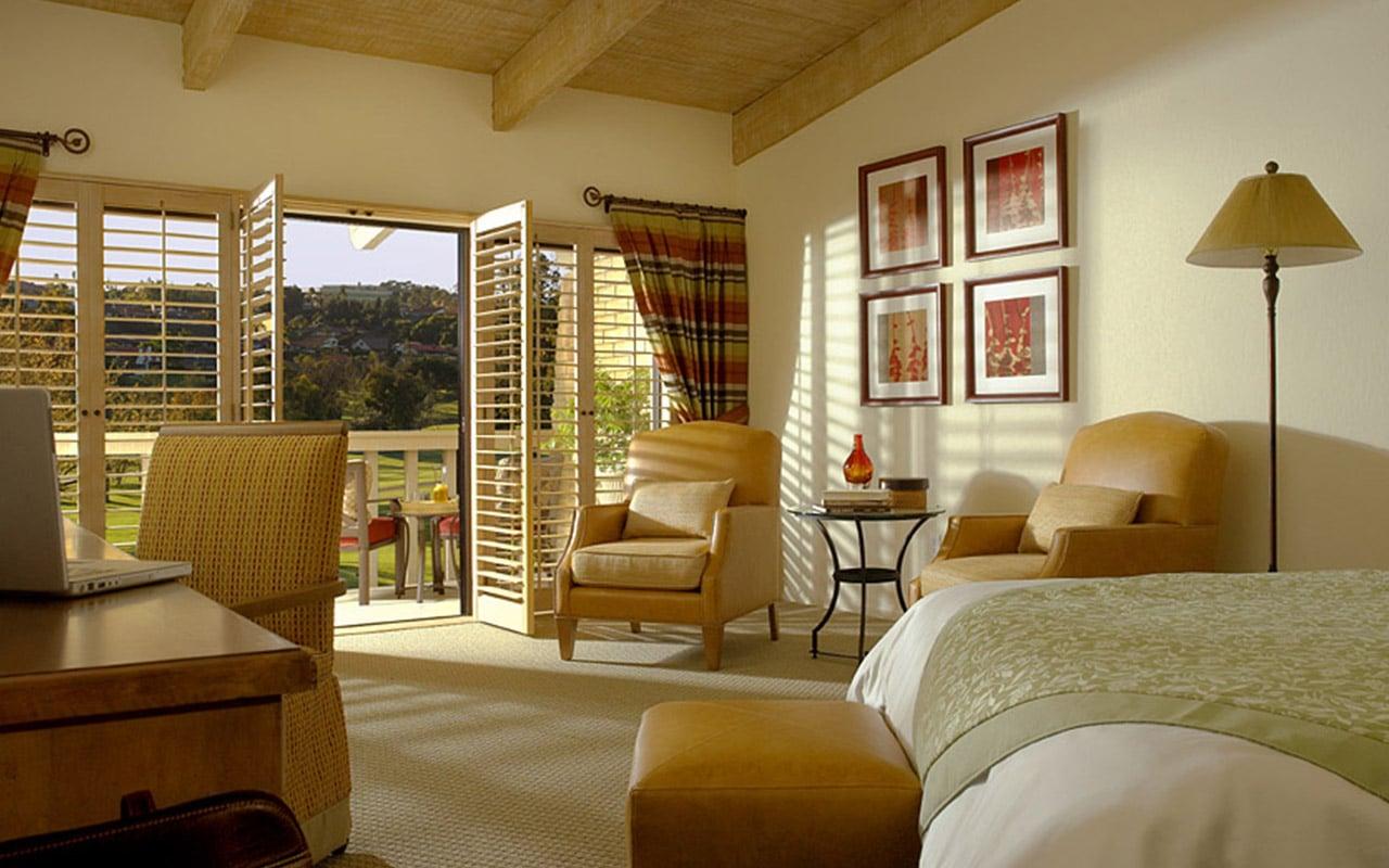 guestroom_open-door